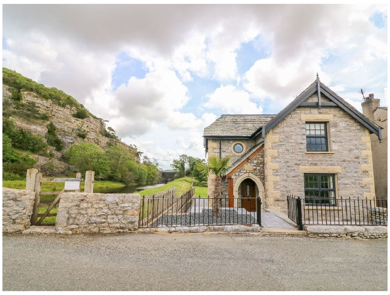 Click here for more about Winster Cottage